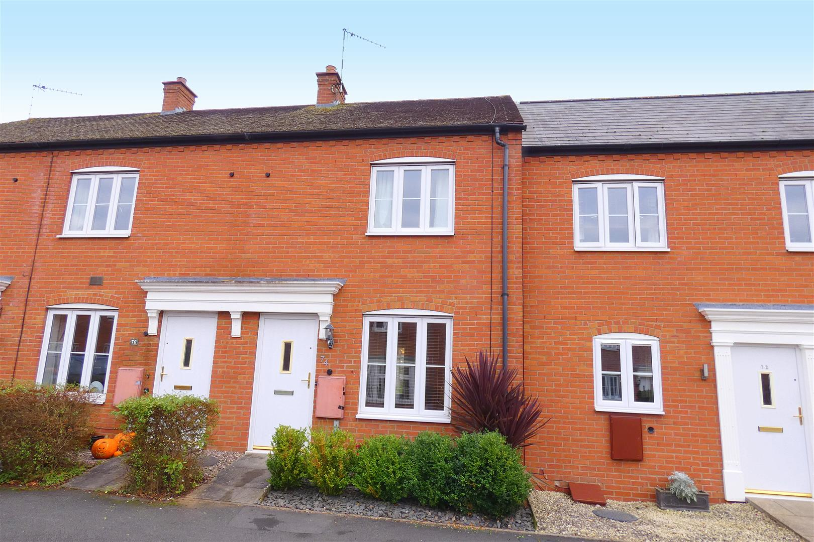 2 Bedrooms Terraced House for sale in Milton Road, Stratford-Upon-Avon